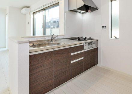 名古屋市天白区の戸建賃貸住宅のガスコンロの付いたオープンキッチンの新築写真