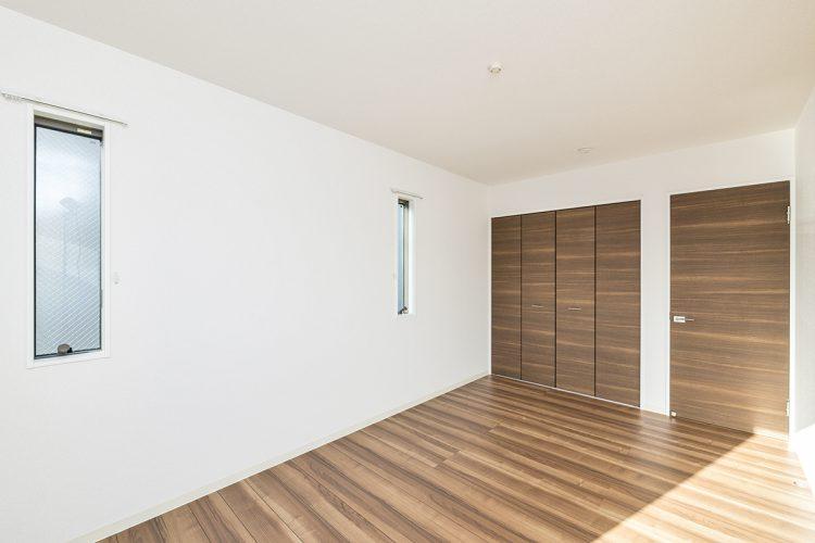 名古屋市天白区の戸建賃貸住宅の収納の付いた2階洋室の新築写真