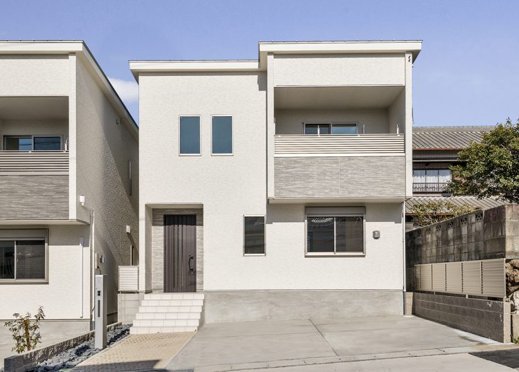 名古屋市天白区の戸建賃貸住宅のベランダが広く取られたデザインの新築写真
