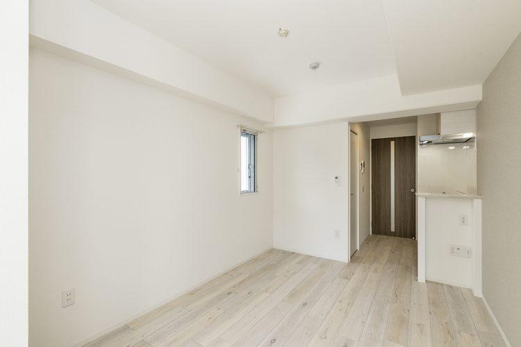 名古屋市中区の賃貸マンションの白を基調としたシンプルなミニキッチン付き洋室