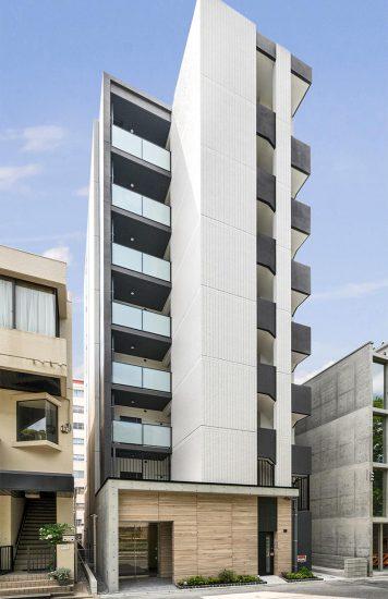 名古屋市中区の賃貸マンションの木を使ったエントランスがアクセントになる外観デザイン