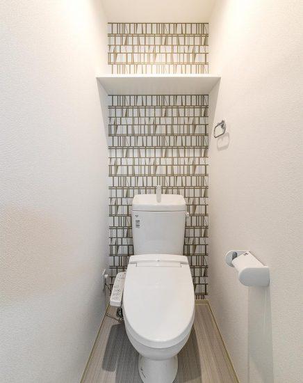 名古屋市中村区の賃貸マンションの壁紙がおしゃれなトイレ