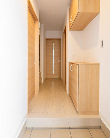 名古屋市北区の戸建賃貸住宅の階段のある玄関ホール