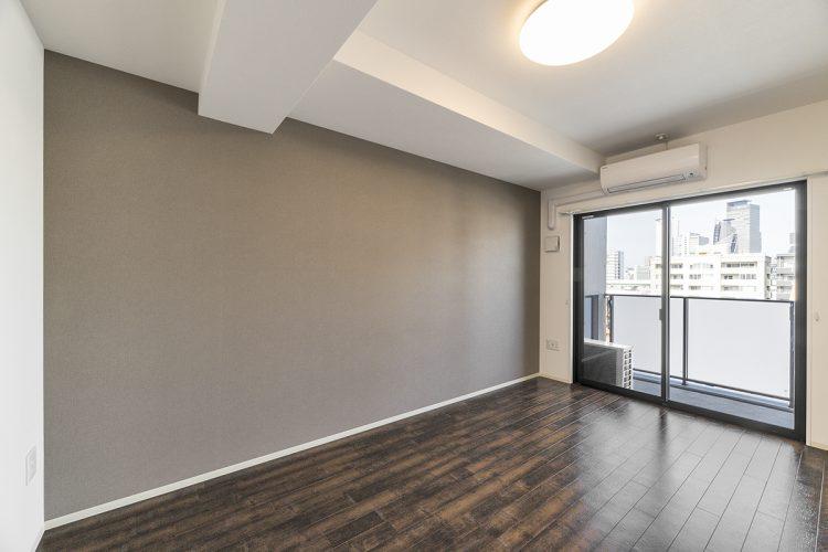 名古屋市中村区の賃貸マンションの採光パネルのついたベランダのある洋室