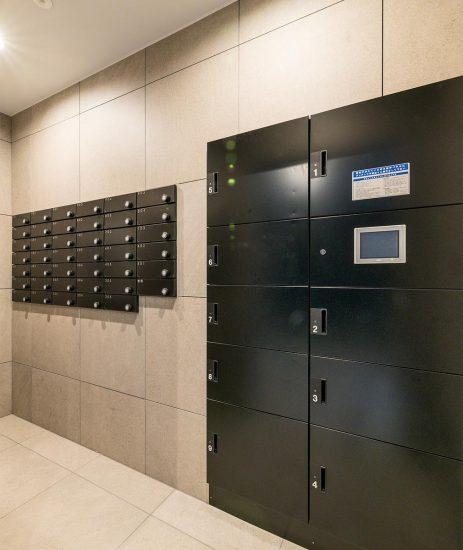 名古屋市中村区の賃貸マンションのブラックのメールボックスと宅配ボックス