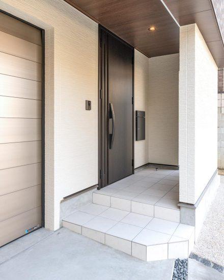 名古屋市天白区の注文住宅のモダンなすっきりデザインとした玄関