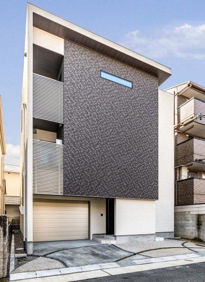 名古屋市天白区の注文住宅の3階建てのモダンな外観デザイン