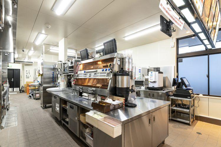 愛知県西春日井郡豊山町のドライブスルー付きファストフード店  設備の整った厨房
