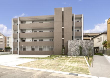 名古屋市名東区の賃貸マンション併用住宅の平置き駐車場付きの4階建て賃貸マンション
