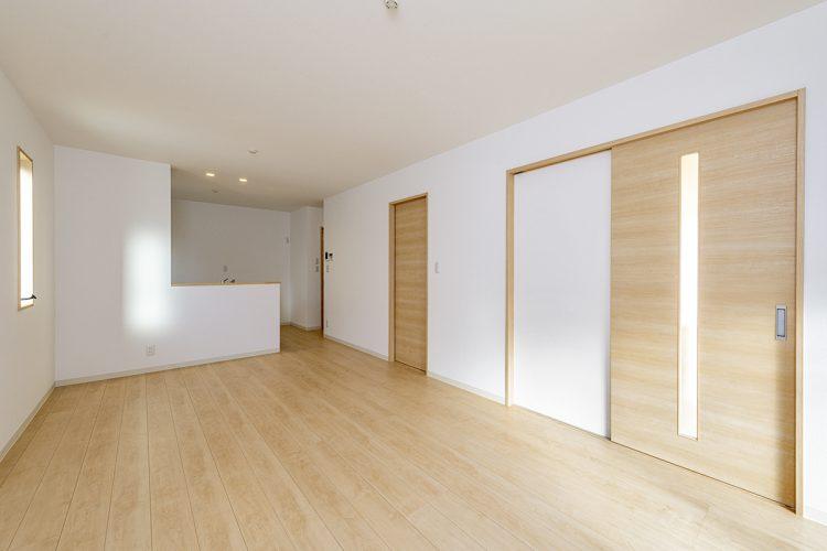 名古屋市西区のモダンな戸建賃貸住宅のナチュラルテイストなLDK