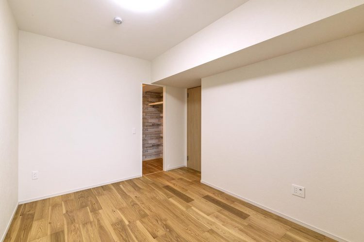 名古屋市名東区の賃貸マンション併用住宅のウォークインクローゼット付き洋室