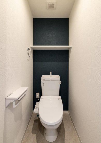 名古屋市名東区の3階建て賃貸マンションのシンプルでおしゃれなトイレ