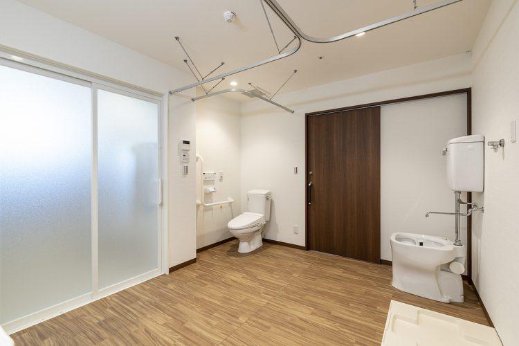 愛知県春日井市の小規模多機能施設のトイレの付いた洗濯脱衣室