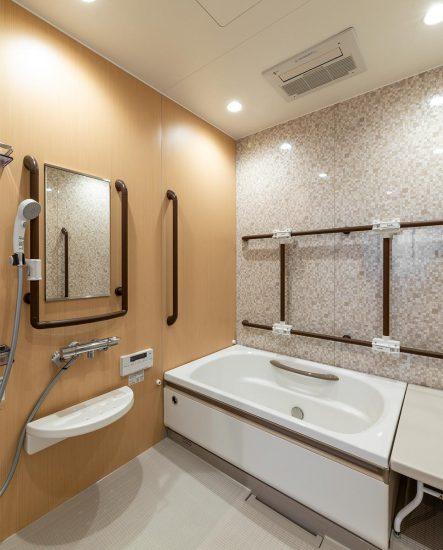 愛知県春日井市の小規模多機能施設の手すり付き個浴