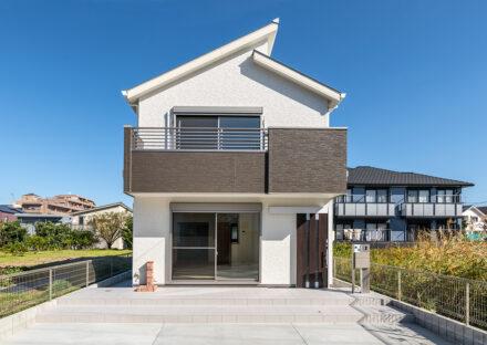 名古屋市名東区の木造2階建てのシンプルなデザインの注文住宅