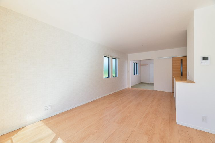 名古屋市名東区のシンプルなデザインの注文住宅の和室が奥にあるLDK