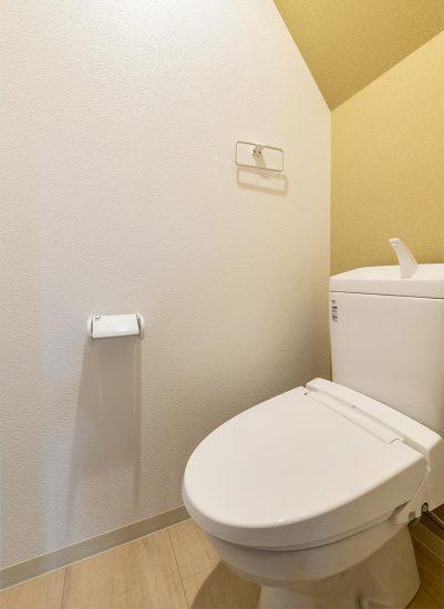 名古屋市中村区のロフト付き賃貸アパートのシンプルなデザインのトイレ