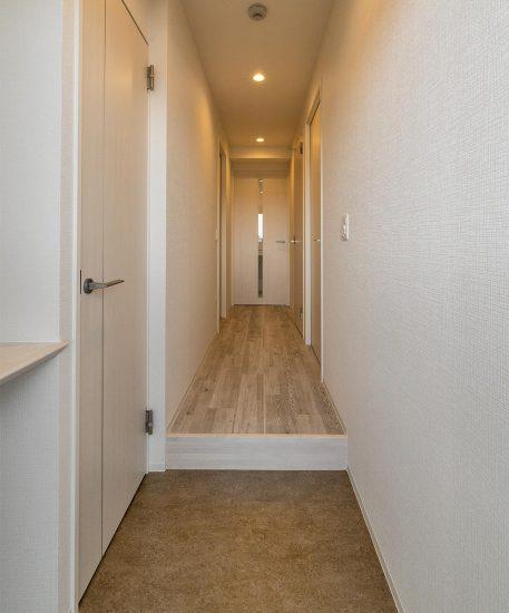 名古屋市名東区の賃貸マンション併用住宅の玄関すぐに棚のあり