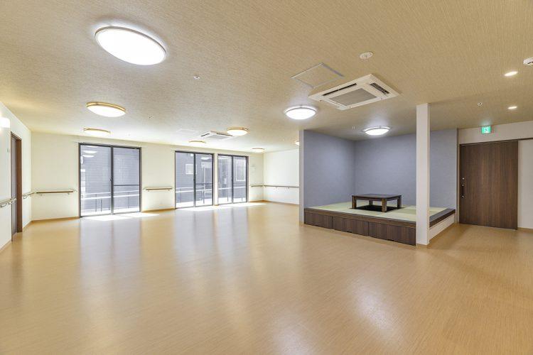 愛知県春日井市の小規模多機能施設の居間&食堂・畳コーナー