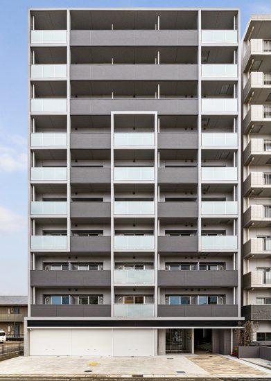 愛知県小牧市のレトロとモダンを組み合わせた10階建て賃貸マンション