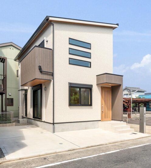 名古屋市西区の横長3段の窓がアクセントの戸建賃貸住宅外観