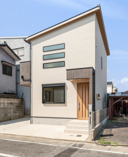 名古屋市西区の賃貸戸建住宅の片流れ屋根のシンプルな外観デザイン