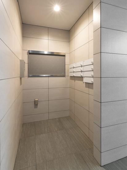 名古屋市天白区の賃貸マンションの白色のモダンなメールボックス