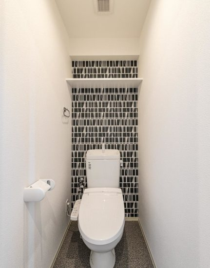 名古屋市中川区の賃貸マンションのモダンな柄のトイレ