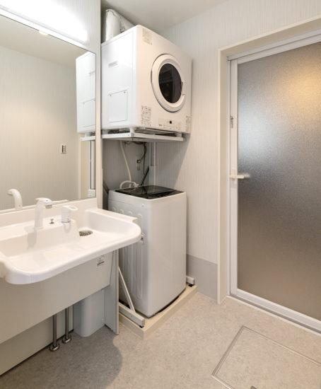 名古屋市西区の障害者グループホームの洗濯機付きの脱衣場