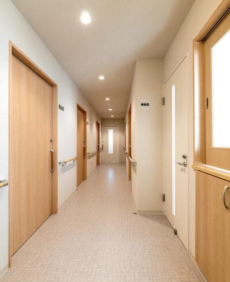 名古屋市西区の障害者グループホームの手すり付きの廊下
