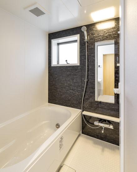 名古屋市西区の障害者グループホームの窓付きの浴室