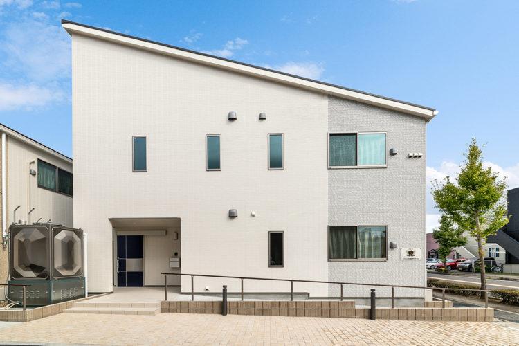 名古屋市西区の障害者グループホームのナチュラルカラーの外観デザイン