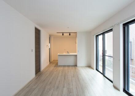 名古屋市西区の戸建賃貸住宅のB棟の広々としたLDK