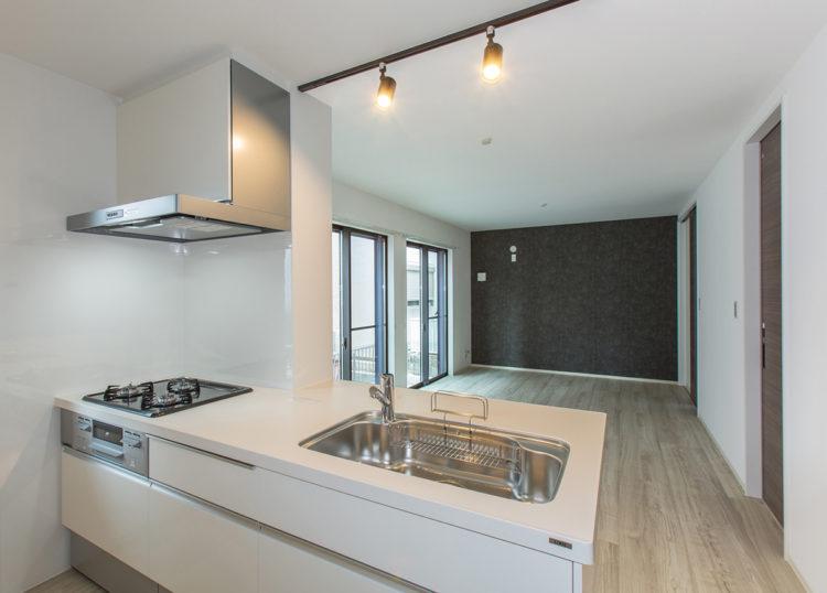 名古屋市西区の戸建賃貸住宅のB棟の3ガスコンロ付きのキッチン