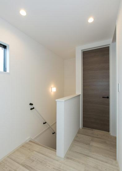 名古屋市西区の戸建賃貸住宅のB棟のシンプルなデザインの2階 階段ホール