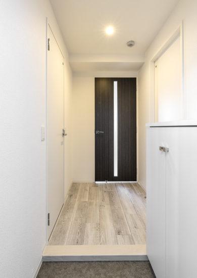 名古屋市東区の賃貸マンションのシューズボックス付きの玄関