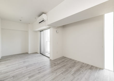 名古屋市東区の賃貸マンションのバルコニー付きのナチュラルテイストな洋室
