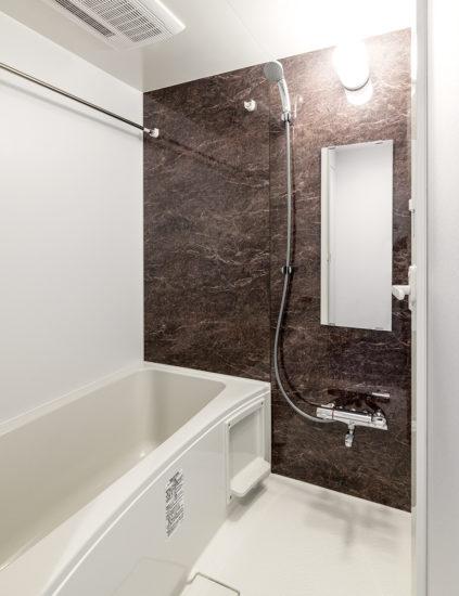 名古屋市東区の賃貸マンションのゆったりサイズの浴室