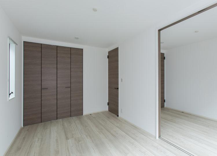 名古屋市西区の戸建賃貸住宅のB棟の2部屋つながる洋室