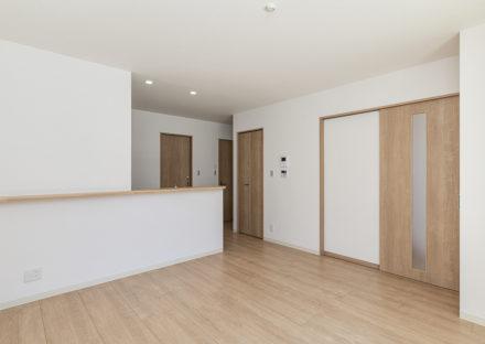 名古屋市中川区メゾネット賃貸アパートの木目がアクセントのナチュラルなLDK