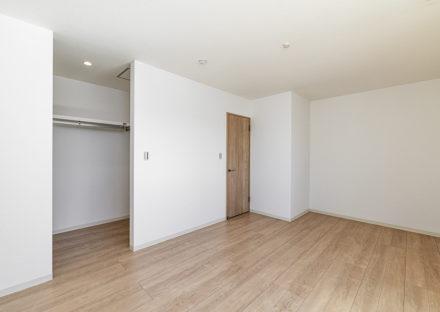 名古屋市中川区メゾネット賃貸アパートのウォークインクローゼット付き洋室