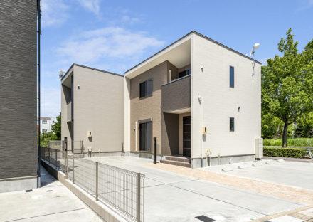 名古屋市天白区のモダンな外観デザインの駐車場付き戸建賃貸住宅