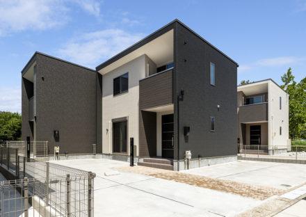 名古屋市天白区のダークな色合いの落ち着いたデザイン2棟