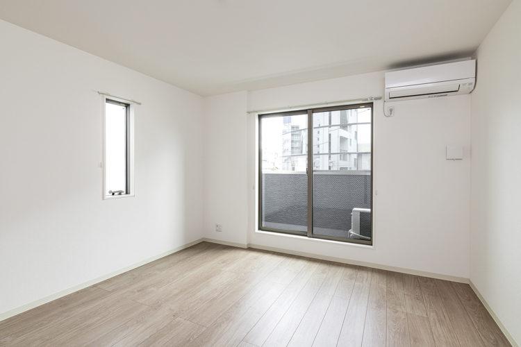 名古屋市名東区のベランダのあるエアコン付きの部屋