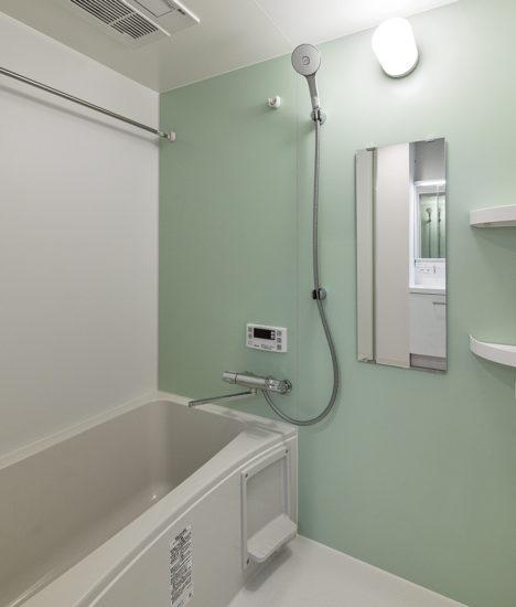 名古屋市名東区のグリーンのアクセントカラーがおしゃれな浴室
