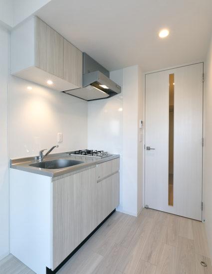 名古屋市千種区の13階建て賃貸マンションのパネルがおしゃれなキッチン