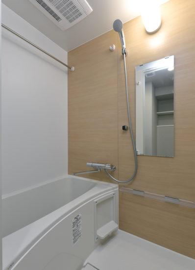 名古屋市千種区の13階建て賃貸マンションの浴室乾燥機付きのバスルーム