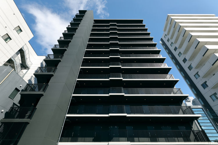 名古屋市千種区の13階建て賃貸マンションの外観デザイン