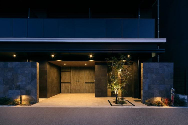 名古屋市千種区の賃貸マンションの植栽がありおしゃれでかっこいいエントランス